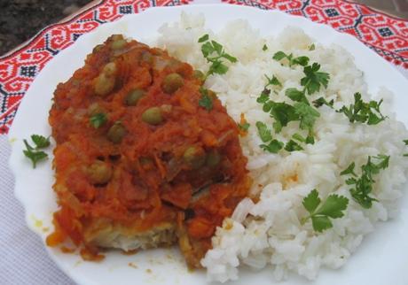Тушеная рыба с овощами