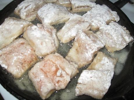 тушкована риба в овочах