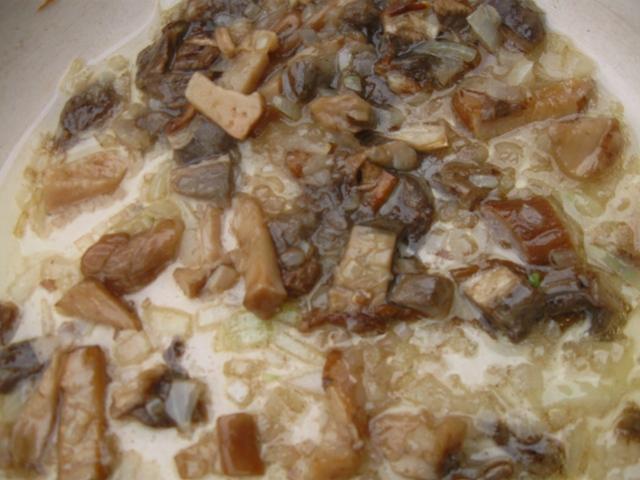 Грибова зупа з сушених грибів