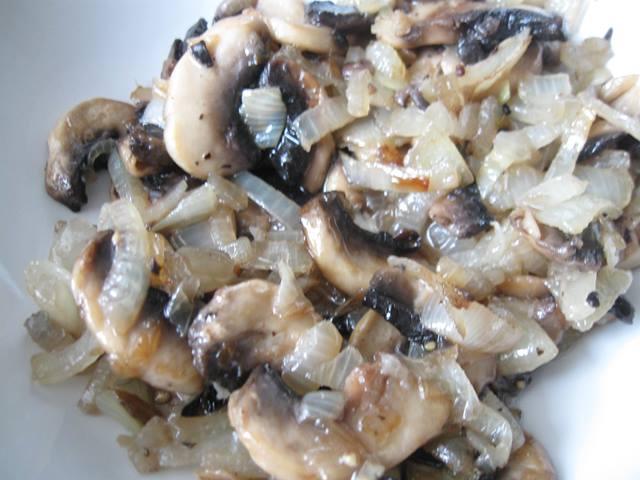 Мясні рулетики з грибами