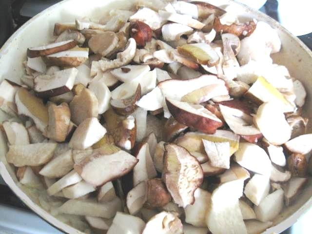 білі гриби в сметані