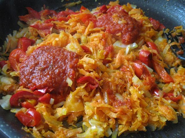 м'ясо під овочами в духовці