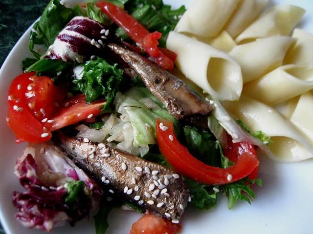 салат зі шпротами