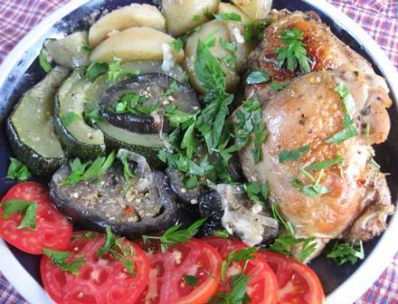 Курка з овочами в рукаві